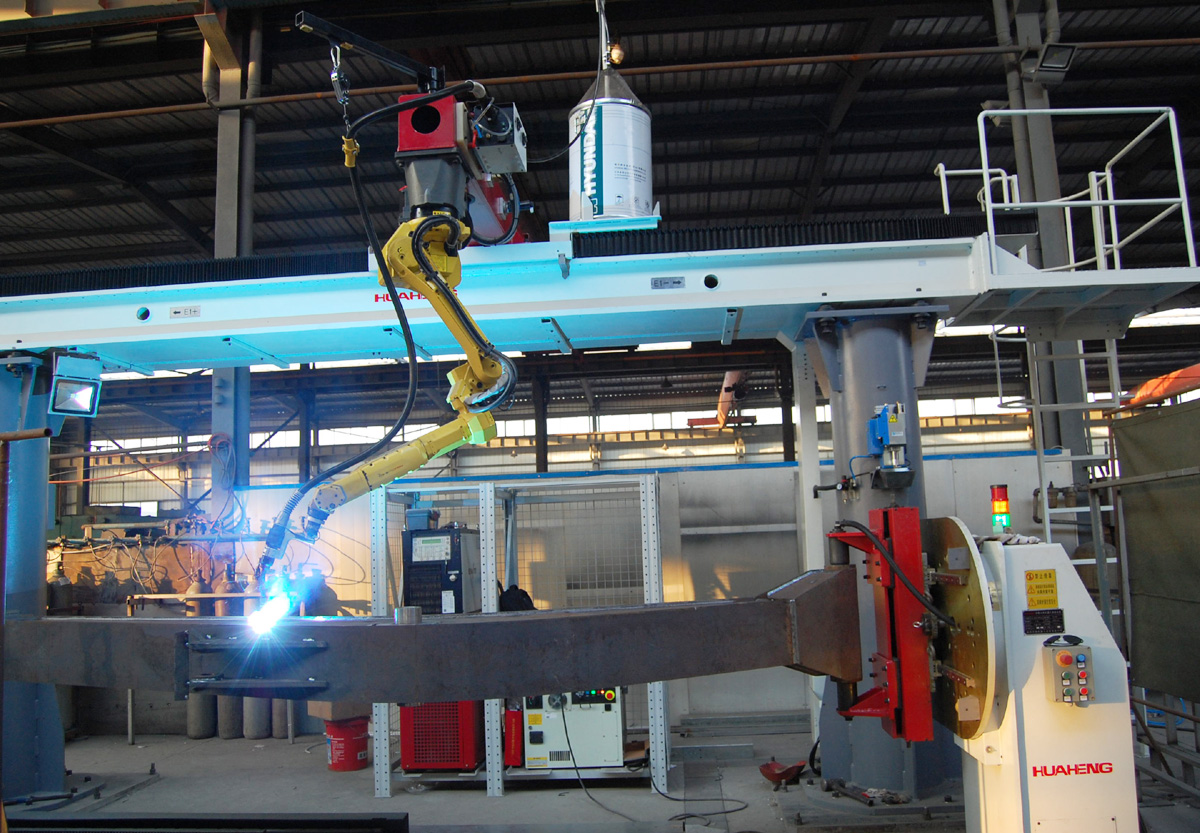 挖掘机厂家恒特重工首台机器人焊接已安装完成